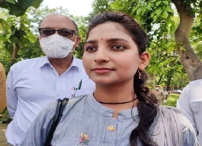 Balrampur News:21 वर्षीय छात्रा बनेगी जिला पंचायत अध्यक्ष