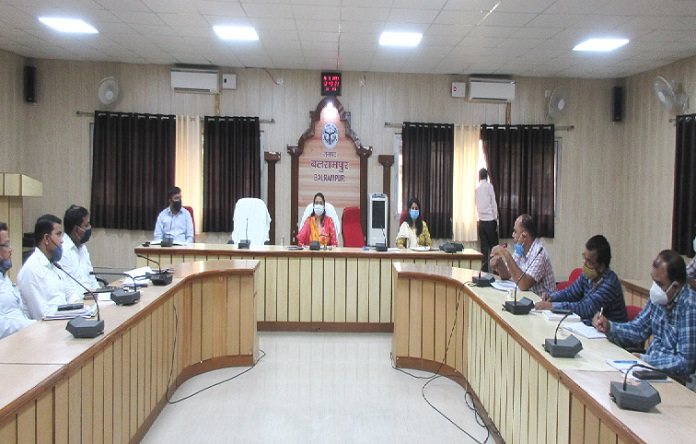 Balrampur News:पांच वर्ष से पुराने लम्बित वादों का शीघ्र करें निस्तारण