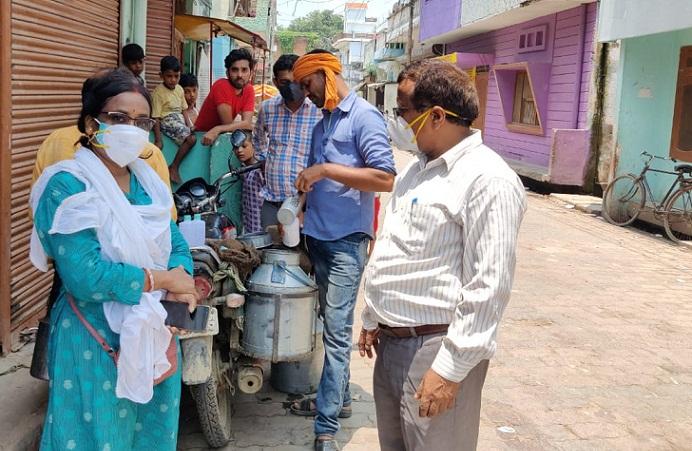 Balrampur News:खाद्य सुरक्षा टीम ने लिया दूध का नमूना