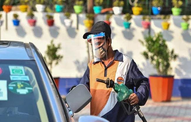 व्यापार : पेट्रोल-डीजल के फिर बढ़े दाम, भोपाल में पेट्रोल 107 के पार