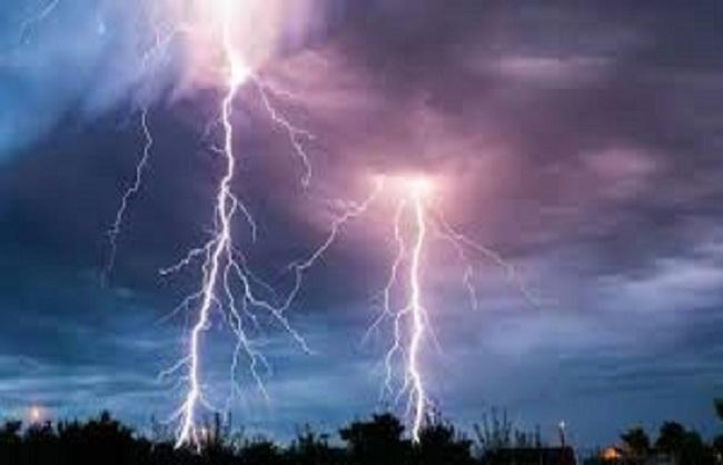 राज्य : पश्चिम बंगाल में आकाशीय बिजली गिरने से 26 लोगों की मौत