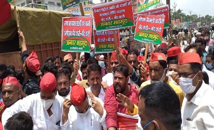 Balrampur News:सपा ने प्रदर्शन कर भेजा ज्ञापन