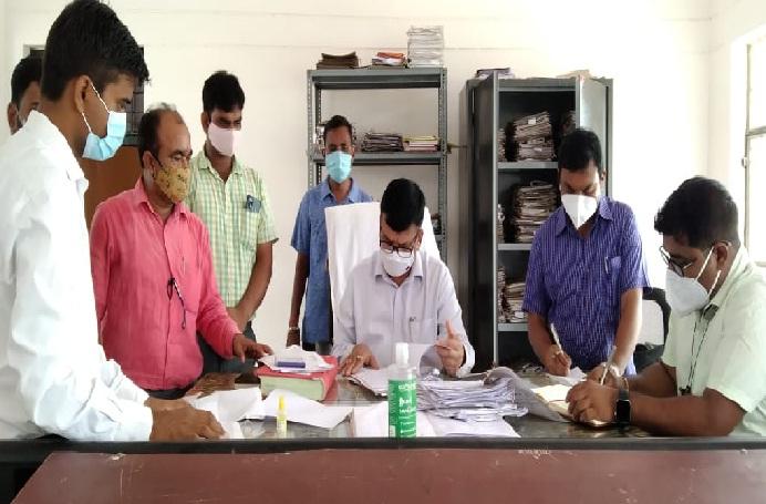 Bahraich News:डीएम ने तहसील का किया औचक निरीक्षण
