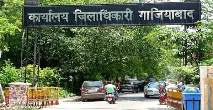 UP News: जानें, DM गाजियाबाद क्यों खुला रखते हैं अपने कक्ष का गेट