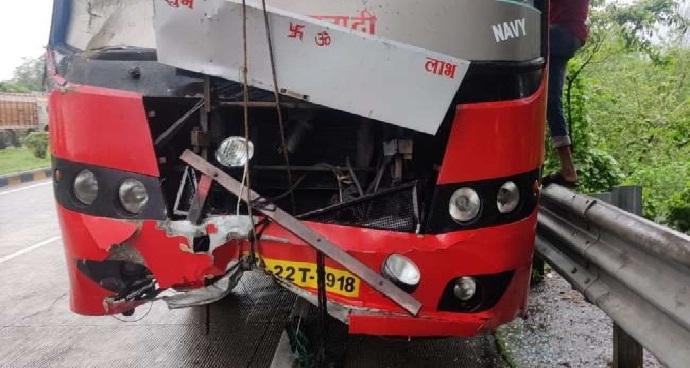 UP News: 85 की क्षमता वाली बस में सवार थे 135 यात्री!
