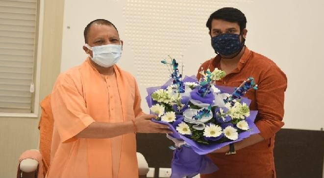 UP News: CM योगी से मिले वैभव, लिया आशीर्वाद