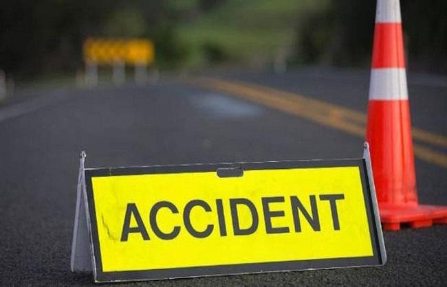 UP News : राजा तालाब के पास सड़क हादसा, दो लोगों की दर्दनाक मौत