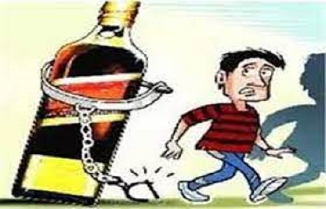 गोण्डा : अंग्रेजी शराब के अवैध कारोबार में पिता-पुत्र गिरफ्तार, डेढ़ लाख की अवैध शराब बरामद
