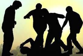 UP News : जल भरने को लेकर श्रद्धालु और पुजारी में मारपीट