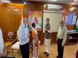 नई दिल्ली : रेल मंत्री ने टोक्यो ओलंपिक में पदक जीतकर लौटी मीराबाई चानू को किया सम्मानित