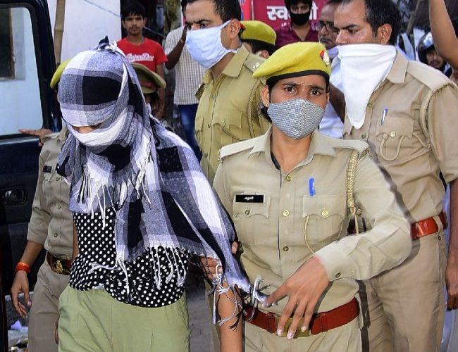 लखनऊ : मसाज पार्लर की आड़ में चल रहा था देह व्यापार, छह गिरफ्तार